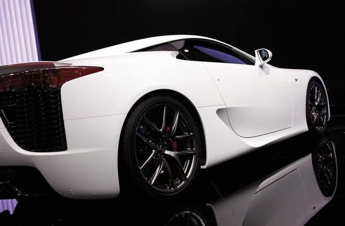 Tapeta White car - AM 0183